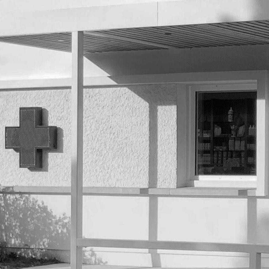 pharmacie auvent covid sebastien gueniot felaa architectes
